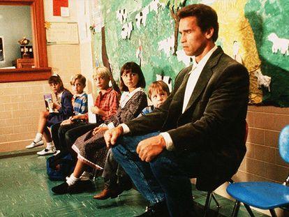 Hasta el duro de Arnold lloraría al dejar a su retoño en la escuela infantil.