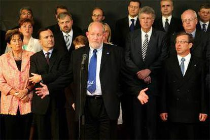 Charles Clarke, en primer término, comparece ante sus colegas de Interior de la Unión Europea.