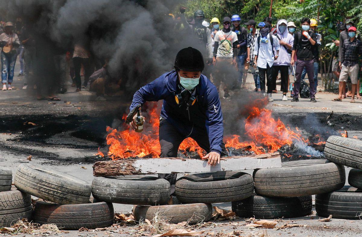 Más de 110 muertos en las protestas de Myanmar después de que los militares amenazaran con disparar a la cabeza
