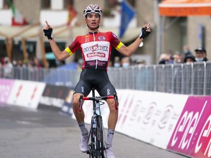 Juan Ayuso, ganando una etapa del Giro sub23.
