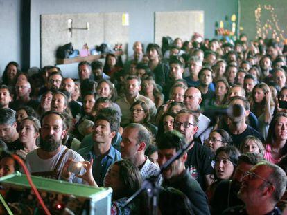 Asistentes a una actuación en el Festival Náutico, en O Grove (Pontevedra).