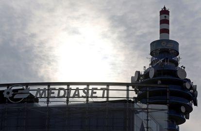 Una torre de televisión de Mediaset, en Cologno Monzese (cerca de Milán, Italia), a mediados de 2016.