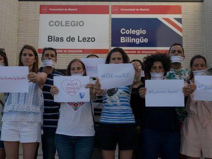 Protesta de los padres de los alumnos del Colegio Blas de Lezo por el cambio de directiva.