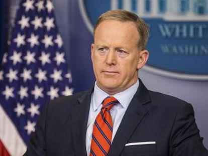 Sean Spicer rectifica rápidamente en un comunicado tras ignorar la ejecución de millones de judíos en cámaras de gas