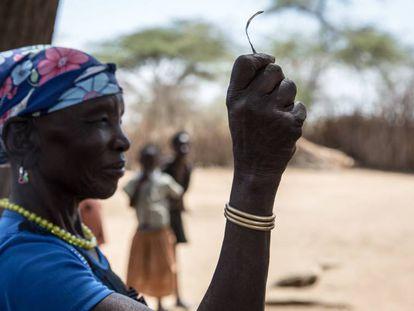 Foto de archivo de Monica Cheptilak, una cortadora que llevaba a cabo el ritual de la ablación en su comunidad en un pueblo de Uganda. En este país se prohibió la ablación en 2010, aunque algunas tribus del norte la han seguido practicando.