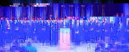 Los integrantes del equipo económico: 1) Roel Campos, comisario del mercado de valores estadounidense; 2) Eric Schmidt, presidente de Google; 3) Antonio Villaraigosa, alcalde de Los Ángeles; 4) William Donaldson, ex presidente de la SEC; 5) Laura Tyson, profesora de Economía en Berkeley; 6) David Bonior, congresista por Michigan; 7) Robert Rubin, ex secretario del Tesoro; 8) Joe Biden, vicepresidente electo; 9) Jennifer Granholm, gobernadora de Michigan; 10) Barack Obama, presidente electo; 11) Paul Volcker, ex presidente de la Reserva Federal; 12) Rahm Emanuel, jefe de Gabinete de Obama; 13) Richard Parsons, presidente de Time Warner; 14) Anne Mulcahy, presidenta de Xerox; 15) Lawrence Summers, ex secretario del Tesoro; 16) Roger Ferguson, ex vicepresidente de la Reserva Federal; 17) Penny Pritzker, ejecutiva de Hyatt; 18) John Podesta, jefe de Gabinete con Clinton; 19) Robert Reich, ex secretario de Trabajo; 20) William Daley, ex secretario de Comercio.