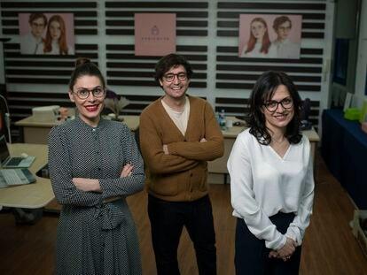 Cristina Castro, Ruben Palma Flores e Inmaculada Lopez Ortega, fundadores de Apricotte, en sus oficinas de Carabanchel.