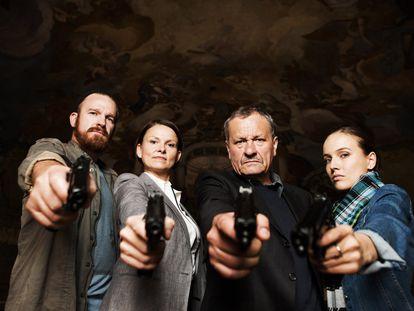 Los protagonistas de la serie 'Anatomía de un asesinato'.