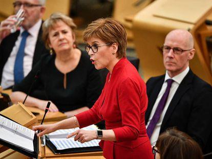 La primera ministra escocesa, Nicola Sturgeon attends, en el Parlamento escocés el pasado 20 de febrero.