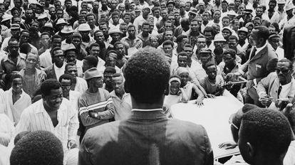 Un mitin político en Guinea Ecuatorial antes de las primeras elecciones del país desde que obtuvo su independencia de España, en 1968.
