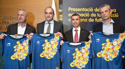 Johan Cruyff en el acto de la presentación de la nueva camiseta de la selección catalana.