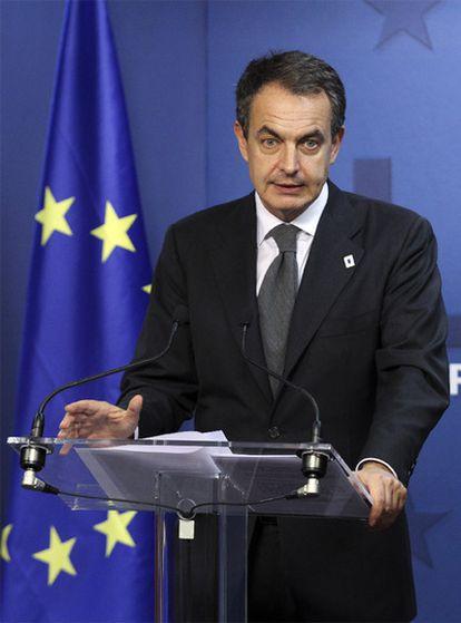 El presidente del Gobierno, José Luis Rodríguez Zapatero, comparece en la madrugada del jueves en Bruselas.