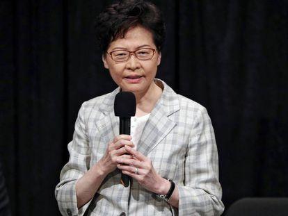 Carrie Lam, durante un encuentro ciudadano, este jueves en Hong Kong.