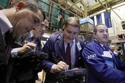 Operadores de la Bolsa de Nueva York, el principal mercado para los fondos cotizados.