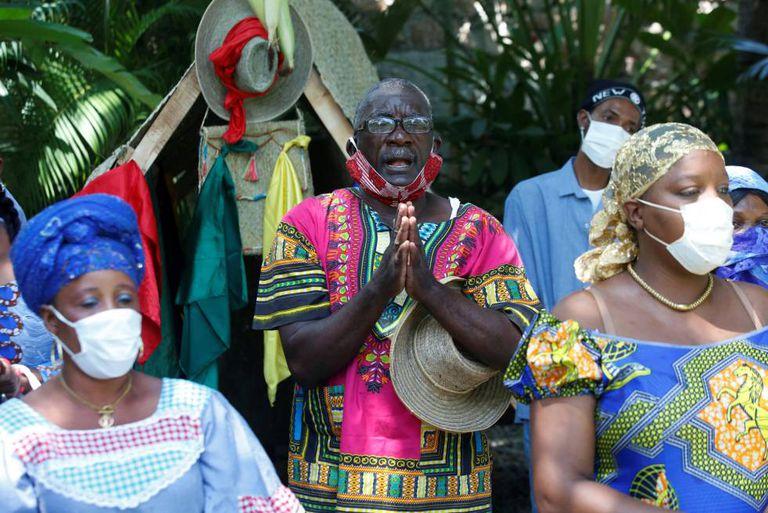 Ceremonia ritual contra el coronavirus en un templo vudú en Haití.