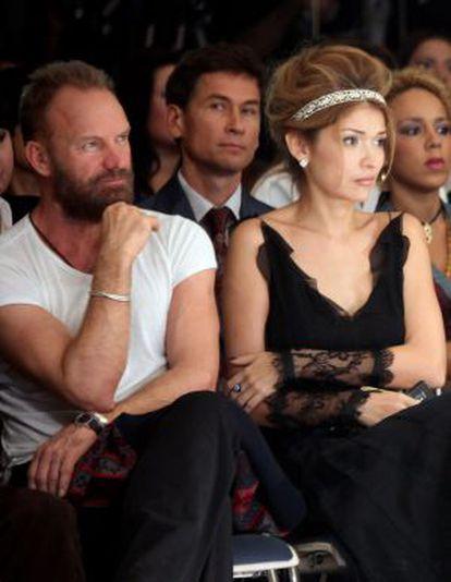 Gulnara Karimova se codea con cantantes de la talla de Sting (en la imagen, ambos en un desfile en 2009), Montserrat Caballé o Julio Iglesias, con quien cantó 'Bésame mucho'.