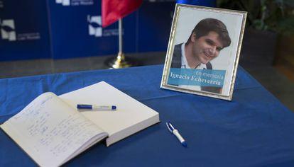Un libro de condolencias en memoria de Ignacio Echeverría, víctima de los atentados de Londres.