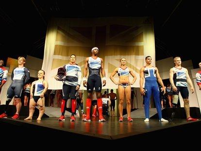 El equipo olímpico británico con la equipación con la que participó en los Juegos de Londres 2012, diseñada por Stella McCartney para Adidas.