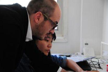 Pedro en su estudio creativo en China.