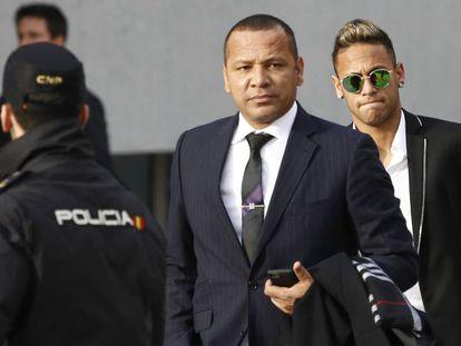 El padre de Neymar y su hijo, a su llegada al juzgado el pasado 2 de febrero