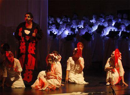Ensayo anoche en el Kursaal donostiarra del <i>Carmina Burana</i> en versión de La Fura dels Baus.