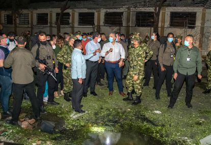 President Iván Duque inspecting the Army's 30th Brigade after a car bomb attack on June 15.