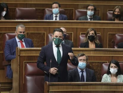 Desde la izquierda, Santiago Abascal y, Iván Espinosa de los Monteros y Macarena Olona, el pasado miércoles en el Congreso.