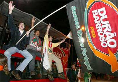 Seguidores de Barroso celebran la victoria en las calles de Lisboa.