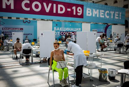 Vacunación en Moscú con Sputnik V el 6 de julio.