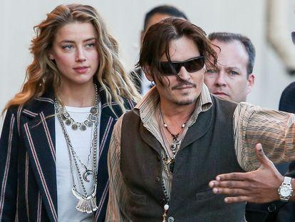 Johnny Depp y Amber Heard llegan a un programa de televisión en Los Angeles en enero de 2015.