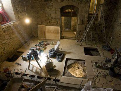 Silos datados entre los siglos X y XI, descubiertos en el 31 de la rúa do Vilar de Santiago y que quedarán expuestos en una tapería.