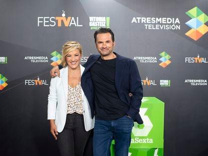 Cristina Pardo e Iñaki López, durante la presentación de las novedades de 'Más vale tarde'.