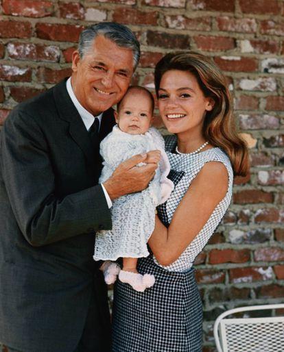 Cary Grant, su esposa Dyan Cannon y su única hija, Jennifer, en una fotografía tomada en 1966.