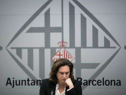 Ada Colau durante un pleno en el Ayuntamiento de Barcelona.