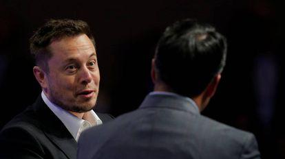 Elon Musk responde las preguntas del Gobernador de Nevada, Brian Sandoval, durante la National Governors Association Summer Meeting in Providence, Rhode Island, EE UU, el pasado sábado.