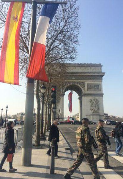 París, engalanada con banderas españolas con motivo de la visita del Rey.