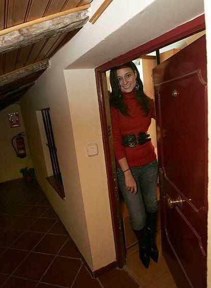 Marta, en la corrala de la calle de Sombrerete, donde vive.