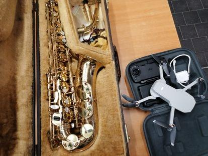 Un saxofón y un dron en la Oficina de Objetos Perdidos en Madrid. I.U