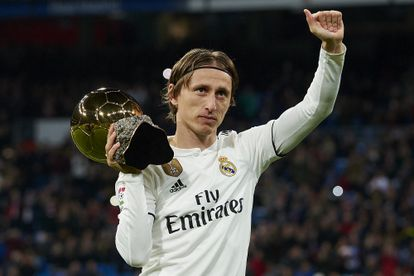 Luka Modrić presents the Ballon d'Or as the best footballer in the world of 2018 to the Real Madrid fans.