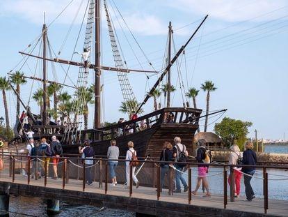 Actividades en el Muelle de las Carabelas, en Huelva, por el Día de la Hispanidad, el martes.