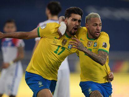 Lucas Paquetá y Neymar celebran el gol del triunfo.