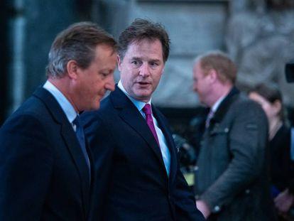 El  vicepresidente de Asuntos Globales y Comunicación de Facebook, Nick Clegg,Nick Clegg, charla con el ex primer ministro del Reino Unido, David Cameron (del que fue viceprimer ministro) en la Abadía de Westminster el pasado 10 de septiembre de 2019.