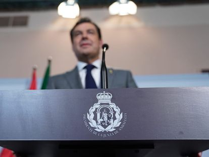 El presidente de la Junta, Juanma Moreno, comparece en el Palacio de San Telmo tras la octava reunión de la conferencia de presidentes autonómicos con el presidente del Gobierno, Pedro Sánchez.