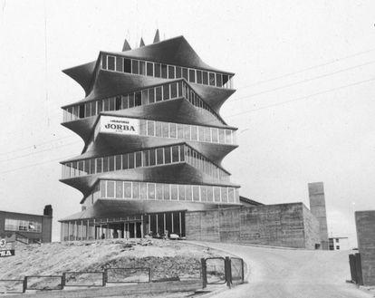 La torre de los laboratorios JORBA, conocida popularmente como 'La Pagoda' debido a su forma inspirada en las tradicionales construcciones japonesas.