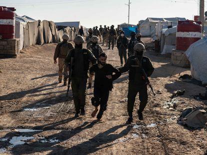 Operación de militares kurdos para detener a yihadistas, el domingo en Al Hol.