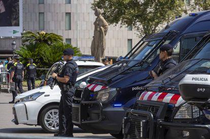 Policia en la plaza Catalunya de Barcelona.