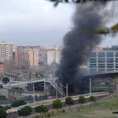 El coche bomba ha hecho explosión junto a un puente que parece no haber sufrido daños