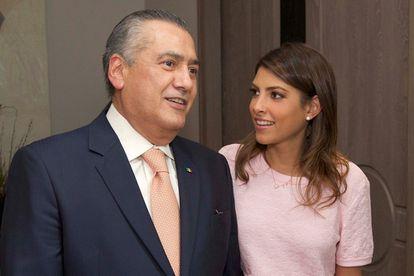 La senadora mexicana Sylvana Beltrones acompañada de su padre Manlio Fabio Beltrones.