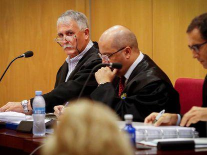 El exsenador del PNV Víctor Bravo, este martes en el Palacio de Justicia de San Sebastián.