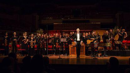 Sébastien Daucé y su Ensemble Correspondances saludan al público que llenaba el Vredenburg de Utrecht.